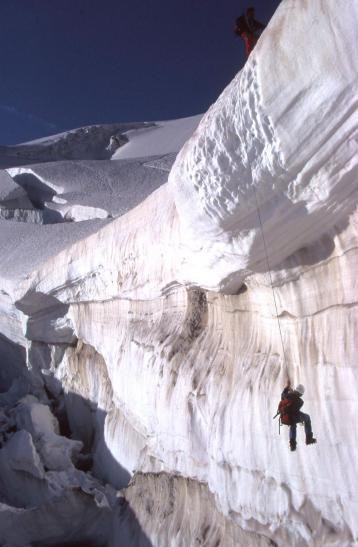 Un pas technique sur le glacier des Violettes