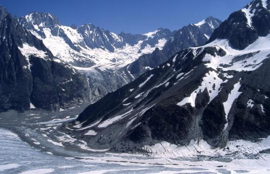 Depuis le refuge du Requin, large vue sur le bassin du Glacier de Talèfre