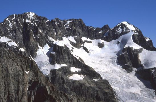 L'Ailefroide vue depuis la sommet de la Pointe des Boeufs Rouges