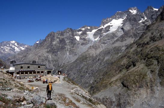 A l'approche du refuge de la Pilatte (Râteau, Meije, vallon de la Pilatte, Barre des Ecrins & Pic Coolidge)