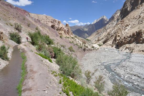 La vallée au-delà de Sumda Chenmo