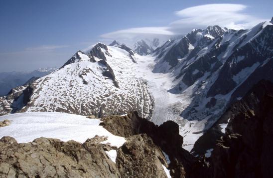 Le bassin du glacier de Trél&tête vu depuis l'arête sommitale du Mont-Tondu