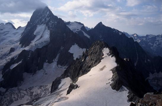 Les Bans, la Pointe Richardson et le col du Gioberney vus depuis la voie descente du sommet du Mont Gioberney