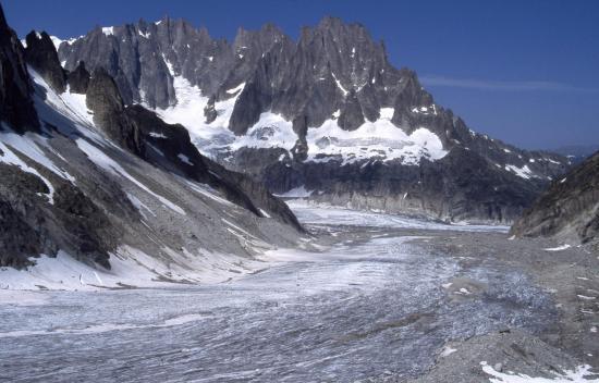 Remontée du glacier de Lescahux avec le Grépon à l'horizon