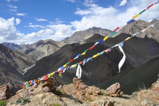 Du Lar La (4740m), on domine le sillon de la Niri Chu