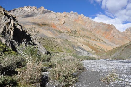 Ningri, une vallée isolée entre deux passages altiers