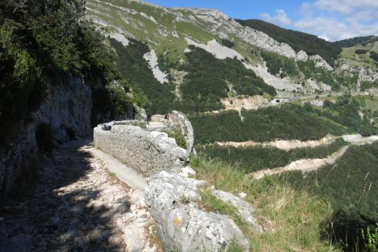 Sur l'ancienne voie romaine du col du Rousset