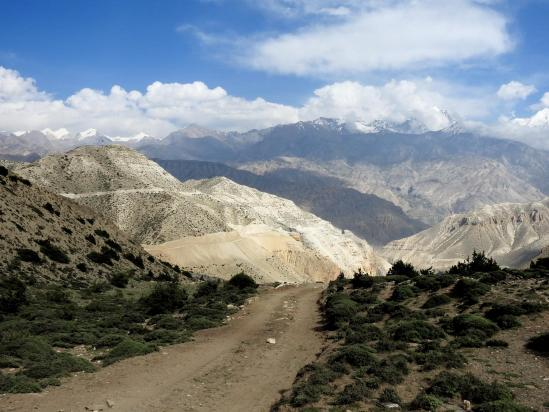 Sur la piste au bout du plateau de Ghyakar