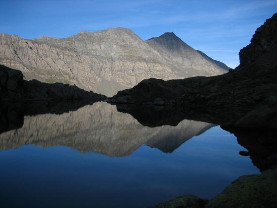 De bon matin, le lac de Porcieroles