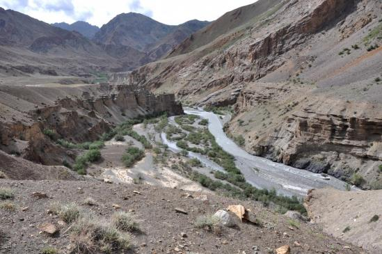 Descente de la vallée de la Niri Chu du côté du village de Trantrag