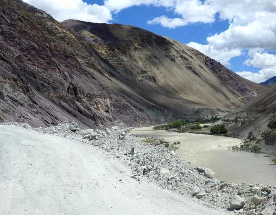 La vallée de l'Iindus entre Kiari  et Skyidmang