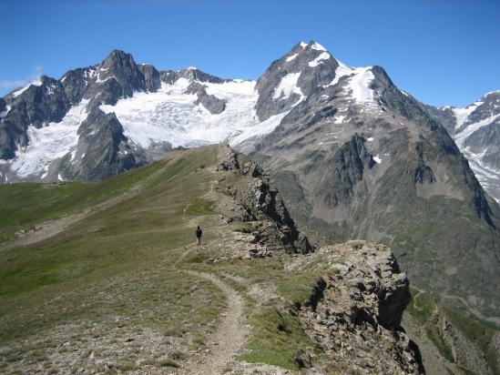 Sur la crête du mont Fortin devant le massif de Trélatête