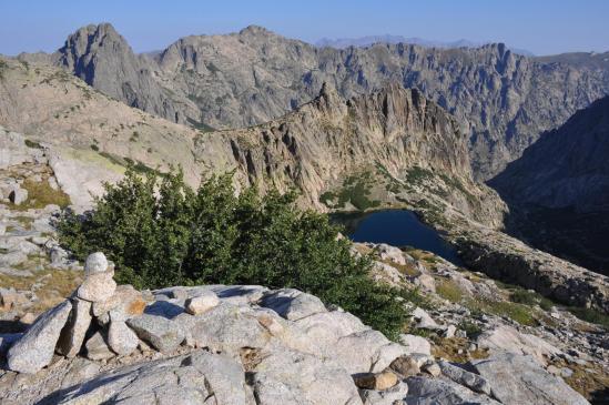 Le lac de Rinoso que l'on découvre après avoir franchi le col de la Haute Route