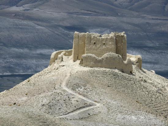 Le gonpa du Singe Noir vu depuis la crête entre le fort d'Ame Pal et Kimaling