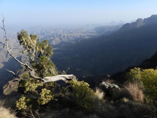 Sur la crête entre Sankaber et le belvédère sur la chute de la rivière Jinbar
