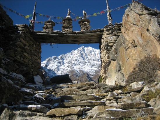 Naar gate et le Pisang peak