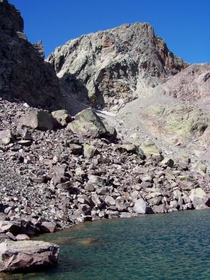 Le lac du Cinto dominé par le Capu Falu