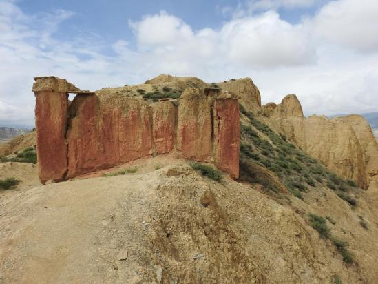 Le vieux gonpa ruiné à l'entrée du site de Konchok Ling