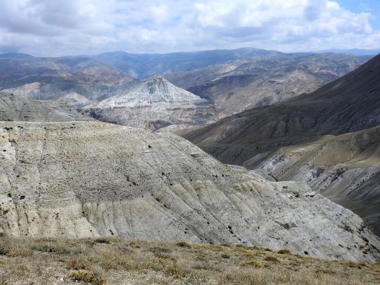 Entre Lo Manthang et Dhigaon, en RG du thalweg qui rejoint la Mustang khola au niveau des sources chaudes