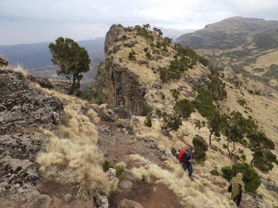 Sur le sentier de descente entre l'Inatiye et Chenek