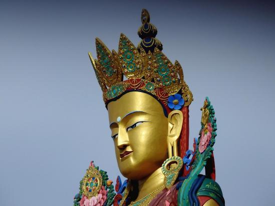 Le Bouddha du Futur qui trône au pied du monastère gelukpa de Diskit