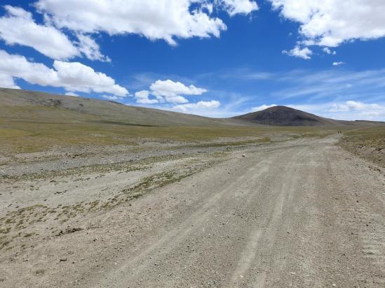 Sur le plateau d'altitude à l'approche du Salkom La