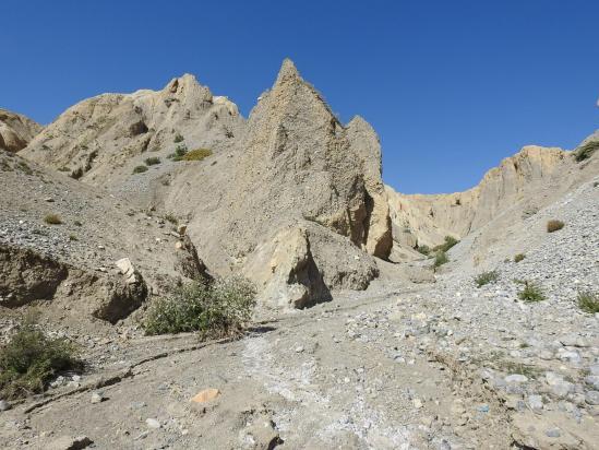 Descente de Ghara vers Yara par le canyon