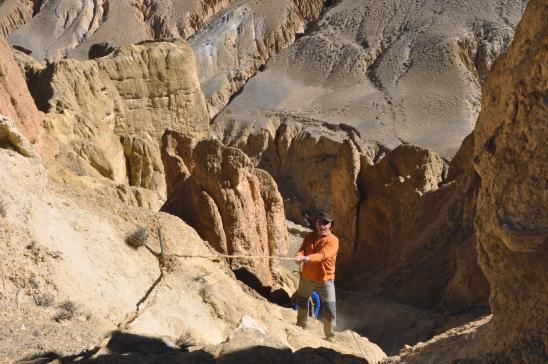 Désescalade vers la grotte de Koncholing