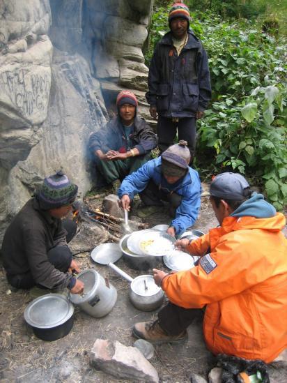Déjeûner dans les gorges de la Naar Phu khola