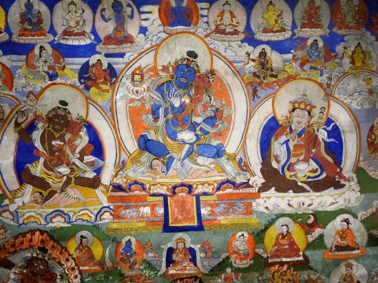 Schipsho (En bleu, Drenpa Namka, avec à sa droite en brun Tsewang Rigdzin et à sa gauche Yungdrung Tongdrol (Padmasambhava), ses fils. La femme est Öden Barma)