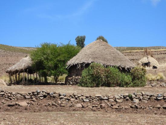 Une hutte au pied du pic de Chebertey