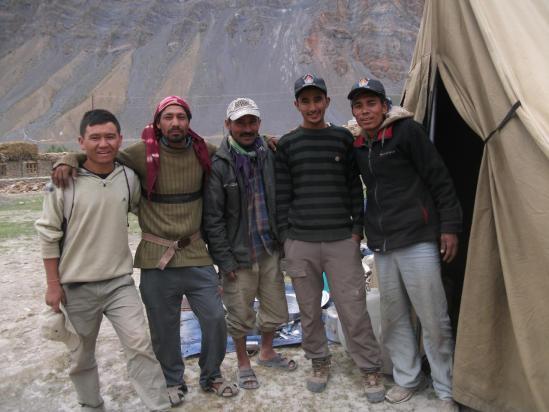 Ratna team : de G à D, Tashi 1, Ramou, Bitou, Tashi 2 et Ram Bahadur Tamang