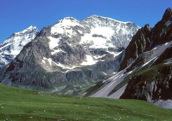 Le Dôme de la Sache et le Mont Pourri derrière