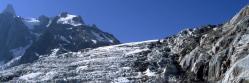 Les séracs du glacier du Tacul au pied du refuge du Requin