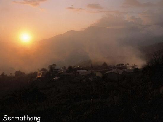 Coucher de soleil sur le village de Sermathang