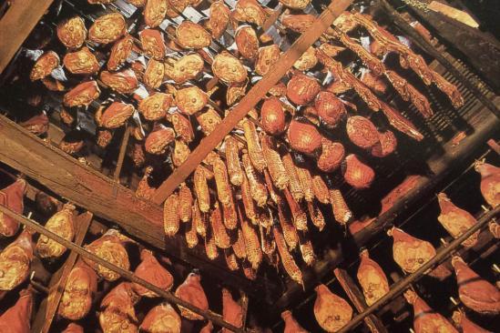 Le tuhé (ou tuyé), la cheminée fumoir de Franche-Comté